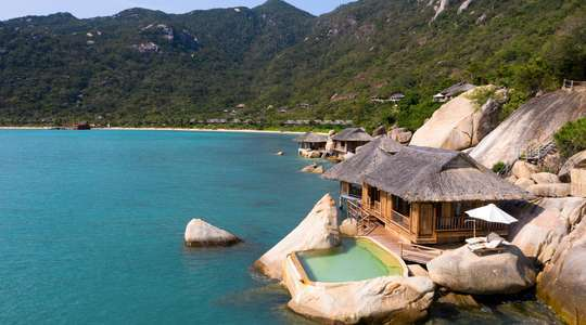 Water Pool Villa with Rockery