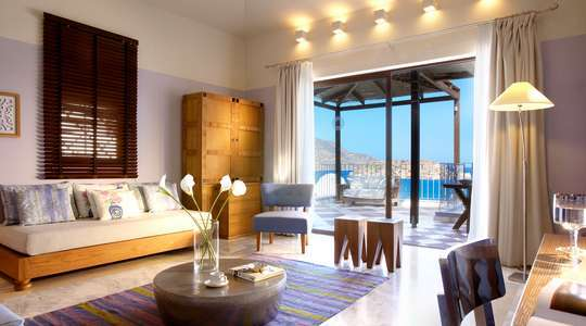 Premium One Bedroom Sea View Suite with Private Pool