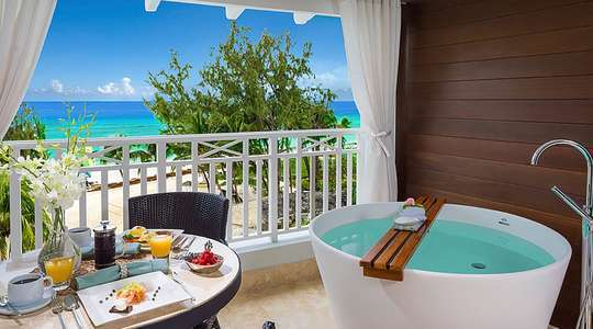 Beachfront Club Level Suite with Balcony Tranquility Soaking Tub
