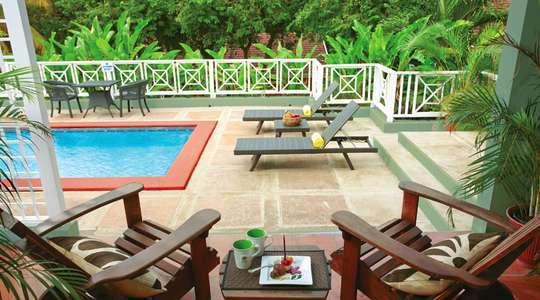 Honeymoon Grande Luxe Poolside Villa Club Level