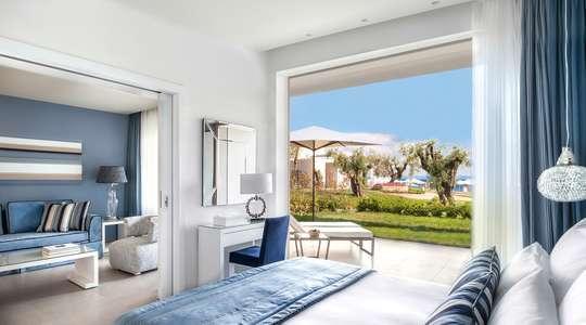 One Bedroom Bungalow Suite Garden View with Private Garden