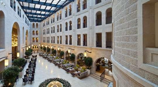 Atrium promenade