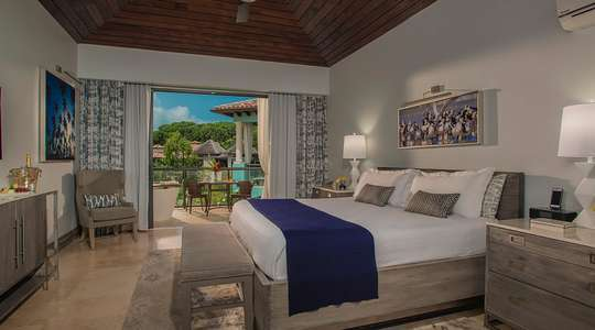 Lover's Lagoon Hideaway Junior Suite with Balcony Tranquility Soaking Tub
