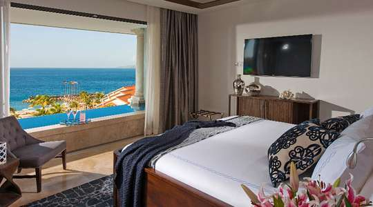 Italian Ocean View One Bedroom Skypool Butler Suite with Balcony Tranquility Soaking Tub