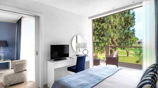 One Bedroom Bungalow Suite Garden View with Balcony