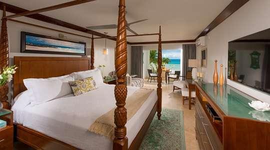 Beachfront Honeymoon Club Level Suite
