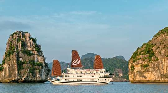 Bhaya Classic Overnight Halong Bay Cruise
