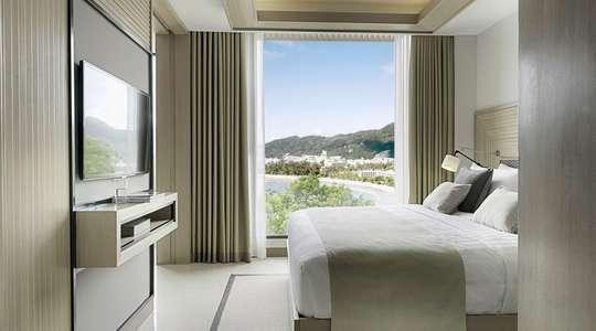 One Bedroom Ocean Facing Suite