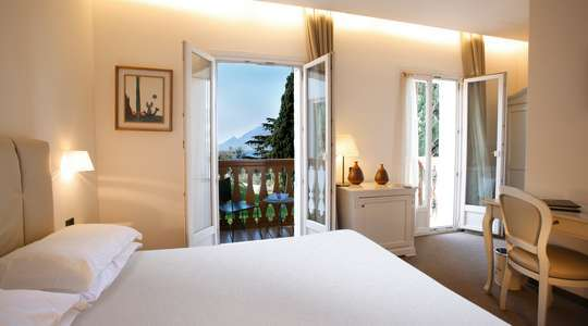 Double Room with Balcony & Mountain View